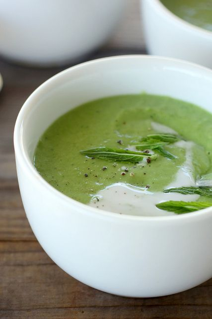 Chilled pea, avocado & mint soup
