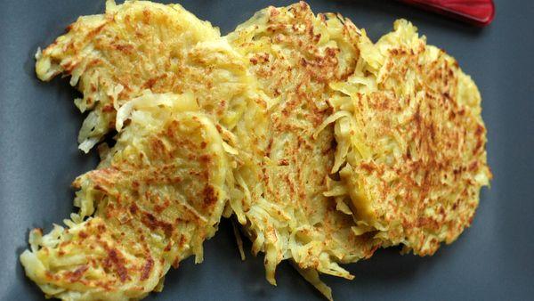 Criques aux pommes de terre ou paillassons de pommes de terre Les pommes de terre râpées sont la base de très nombreuses spécialités françaises ou étrangères. Normal, c'est un super moyen de les faire cuire très rapidement et d'en faire des röstis, galettes, crêpes ou gaufres de pommes de terre....