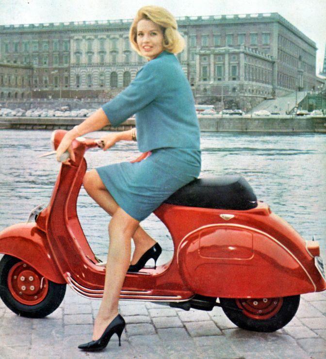 Vespa and rider Biker girl ❤️ Women Riding Motorcycles ❤️ Girls on Bikes ❤️ Biker Babes ❤️ Lady Riders ❤️ Girls who ride rock ❤️