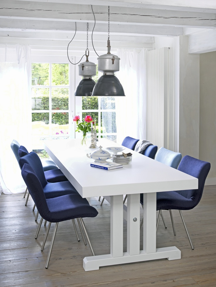 MARLIES: Blauw stoelrn bij tafel? Moderne wit/blauwe eethoek van Coming Lifestyle