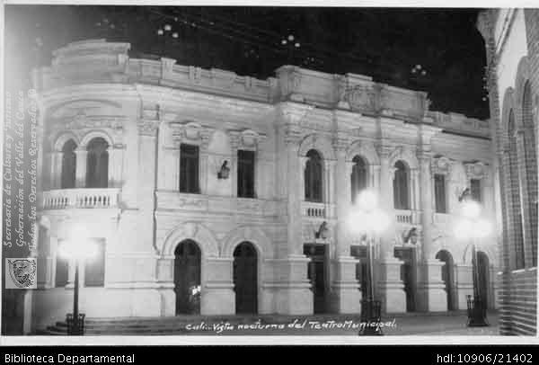 PEDRO A RIASCOS. Vista nocturna del Teatro Municipal y 201030. OTRO: Biblioteca Departamental Jorge Garces Borrero, 1900. 8.5X13.5.