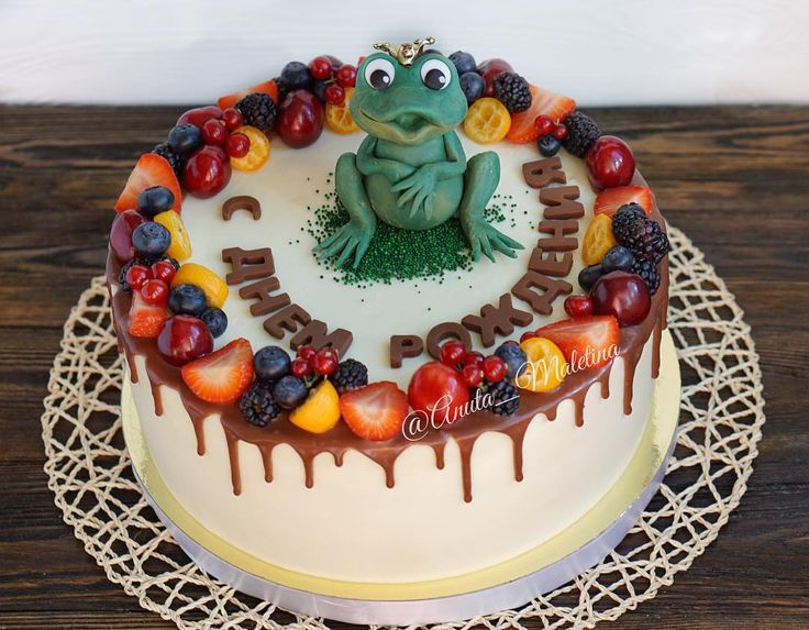 Торт с царевной-лягушкой от коллег для любимой начальницы 😄 Так необычно и так мило! Внутри большой на 4 кг манго-маракуйя, очень свежее и летнее сочетание! 😋 #торт #тортмосква #детскийторт #тортик #лето #москва #cake #cakestagram #cakes #cakedecorating