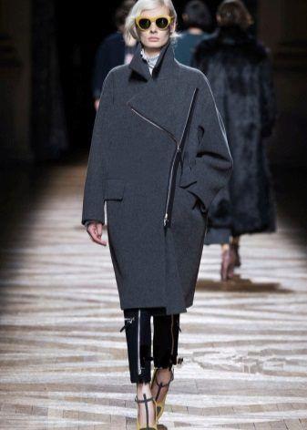 Пальто-кокон (113 фото): с чем носить, с какой обувью надевать, пальто-кокон 2017, серое, с капюшоном, длинное, кому идет, бежевое