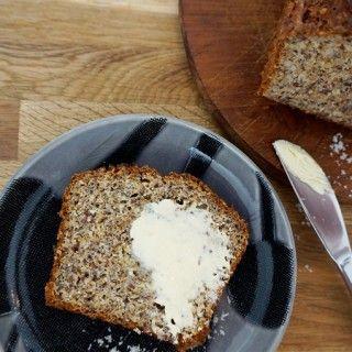 Besonders schwer wiegt der Verzicht auf gutes Brot im Low Carb Diätplan. Das Marmeladenbrötchen zum Frühstück, das Ciabatta zum Lunch oder das gute alte Abendbrot - wer auf Kohlenhydrate...