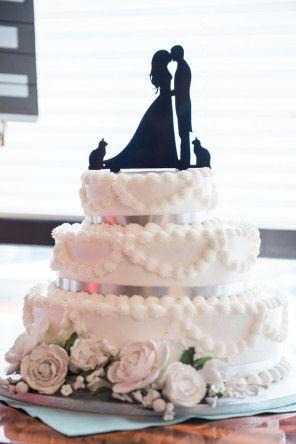 Hochzeitstorte mit schwarzem Silhouetten Cake Topper | Foto von Derek Chad Photography | www.hochzeitsplaza.de/real-weddings | #caketopper #hochzeitstorte #tortenfigur #hochzeitsplanung #inspiration #torte