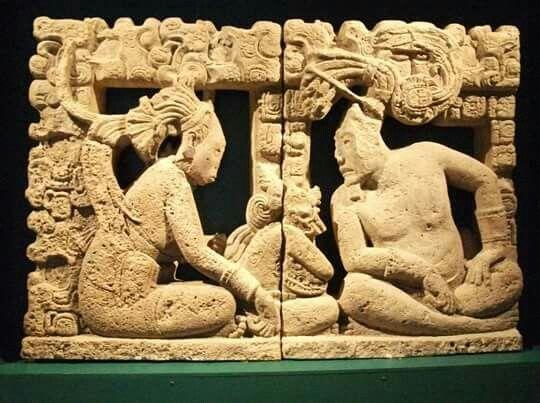 Respaldo de trono procedente del área del río Usumacinta, de procedencia desconocida (¿Piedras Negras?). Actualmente en el Museo Amparo de la ciudad de Puebla, México.