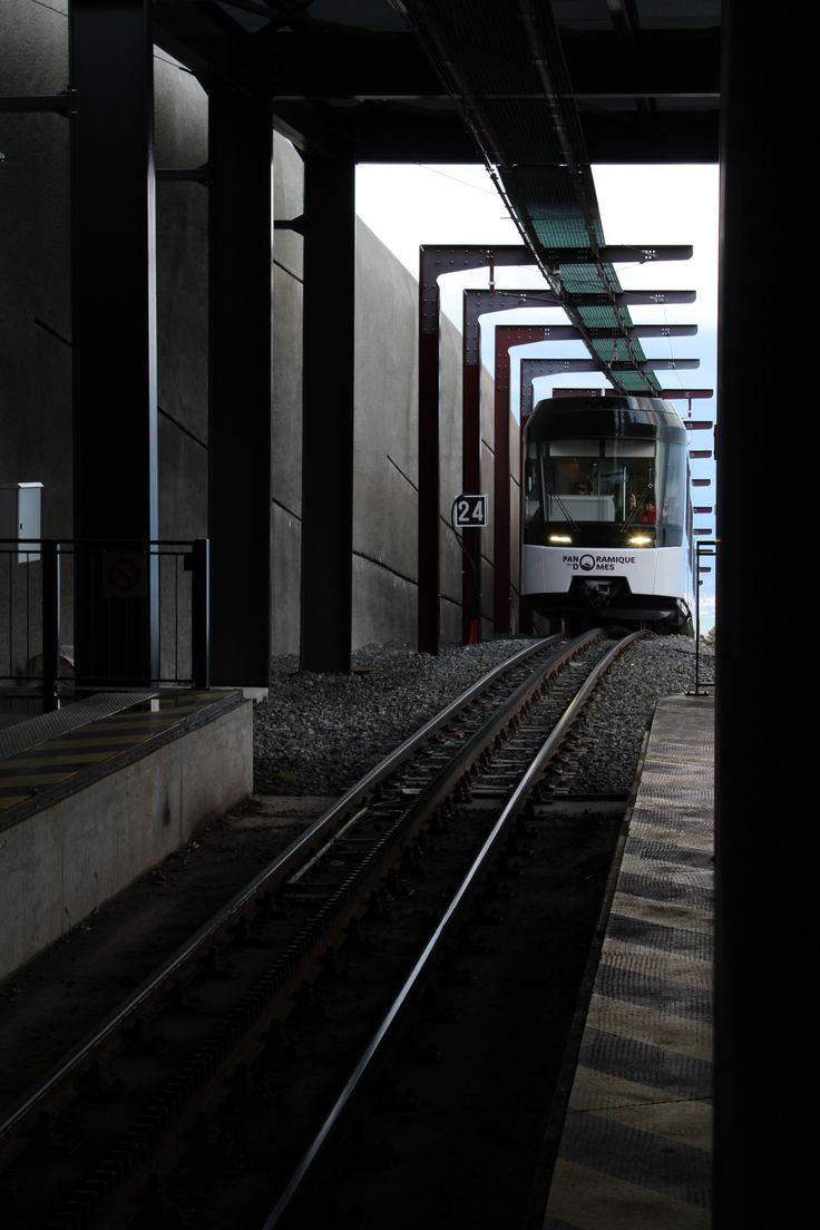 Train en entrée de gare en haut du Puy de Dôme