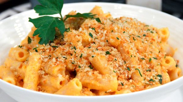 Macaroni and cheese makes a great weeknight meal the whole family can enjoy. While the original uses full fat cheese, cream and white pasta, Chef Jo Lusted's super tasty Dish Do-Over version makes a few alteratons to cut the calories....