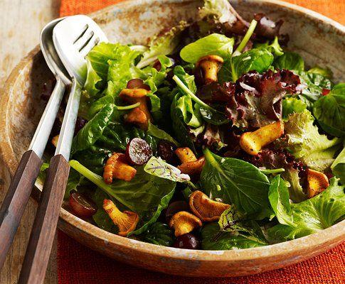 Herbstsalat mit Eierschwämme und Trauben