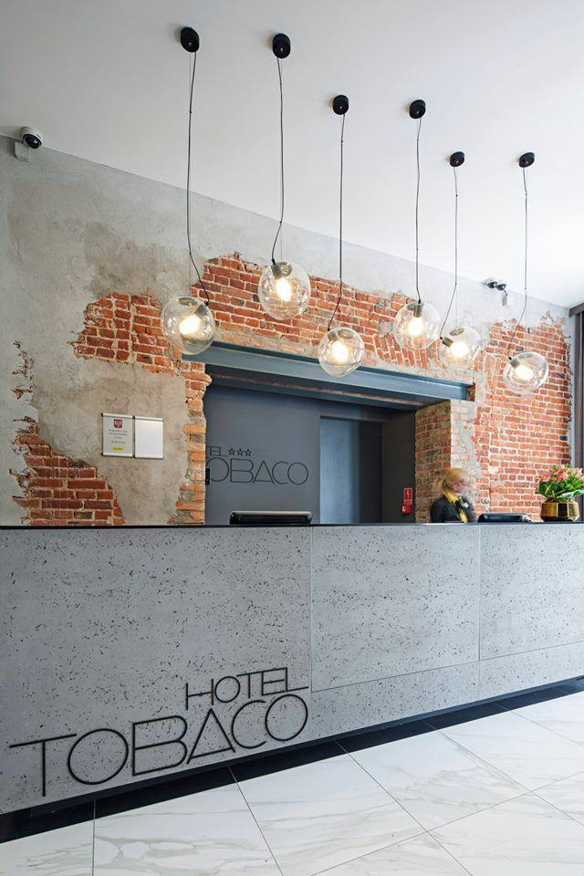 Matériaux bruts (poutre et briques apparentes, comptoir béton ) // Reception / Architects: EC-5 architects Photography: Stavros Sotiriou