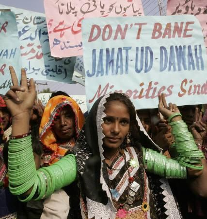 Pakistani Hindu minority supporters of Islamic charity organisation Jamaat-ud-Dawa protest in Hyderabad, December 16, 2008. About 200 Hindu women protested in Pakistan on Tuesday against restrictions on an Islamic charity that India says is a front for a militant group it blames for attacks in Mumbai last month. REUTERS/Akram Shahid