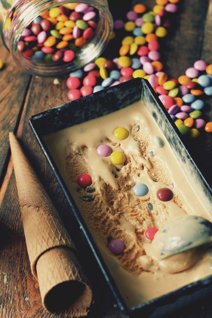 Helado de caramelo y lacasitos