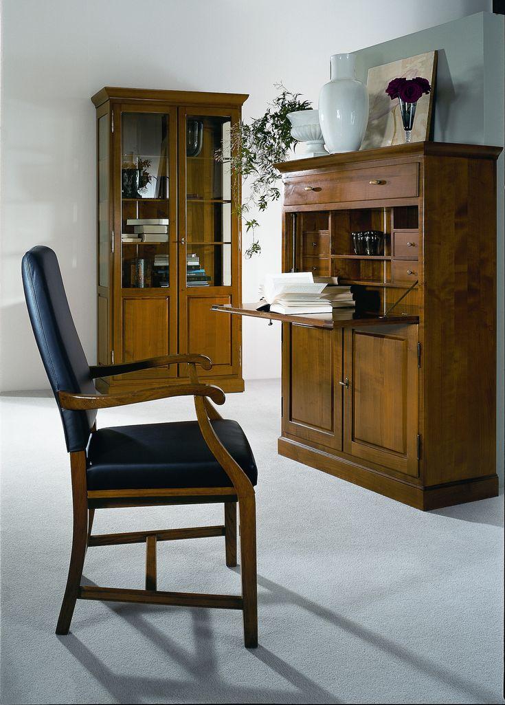 Vitrine und Sekretär | Kirsche massiv | Holz | antike Optik - bei Möbel Morschett