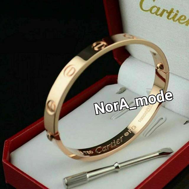 دستبند لاکچری زیبای کارتیر اورجینال رنگ ثابت و ضد حساسیت 100 آچار خور کاملا مشابه نمونه طلا دررنگ طلاییرزگلدسیلور حک Cartier Men Love Bracelets Cartier Love