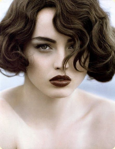 HAIR AND MAKEUP. Love this vintage makeup and hair style. Shimmer   Snow | Beautiful brown shades