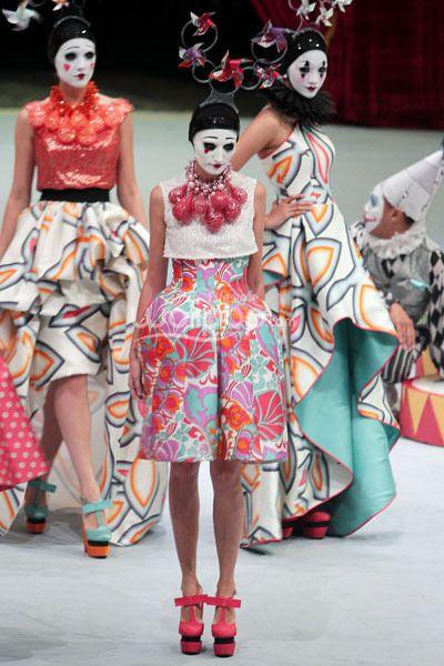 Sebastian Gunawan  Bazaar Fashion Concerto 2013 FANTASIRKUS
