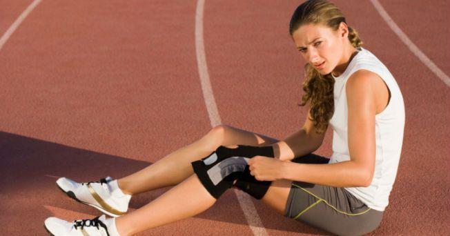 La lesión del ligamento cruzado en rodillas es una ruptura (parcial o completa) o estiramiento excesivo del ligamento cruzado anterior (LCA) o posterior (LCP) de esta articulación tan importante como necesaria. De acuerdo con los ortopedistas de los Institutos Nacionales de Salud de los Estados Unidos, la rodilla es similar a una articulación en bisagra; su ubicación es vital ya que une la punta del fémur (hueso del muslo) con la parte superior de la espinilla (tibia). Para entender lo grave…