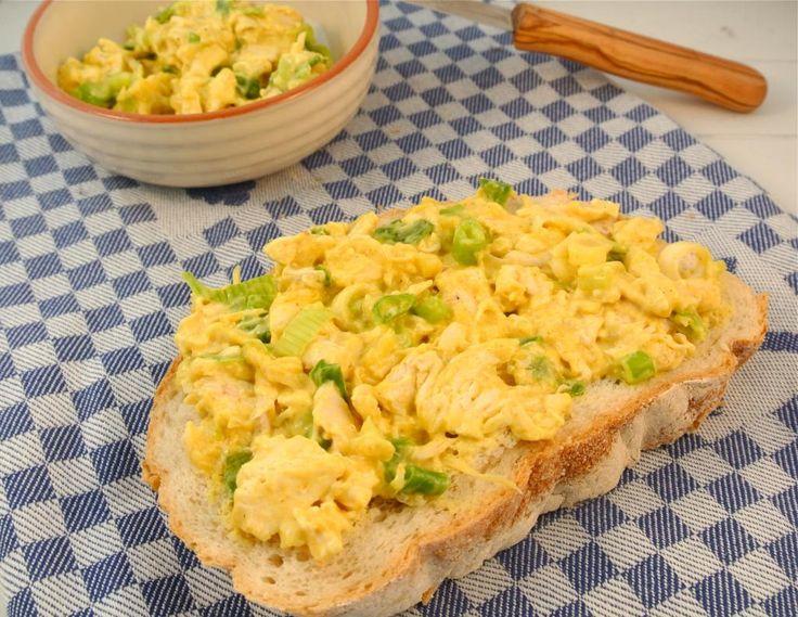 Zelfgemaakte kip-kerriesalade. Wel de mayo vervangen door kwark, dan helemaal healthy.