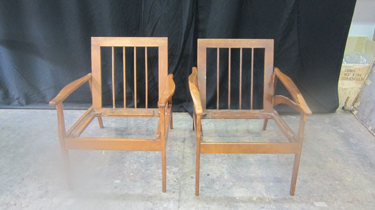 MacRobbie's project: 2 #birch #wood #chair #frames #reglued and ready for the #refinishing #process