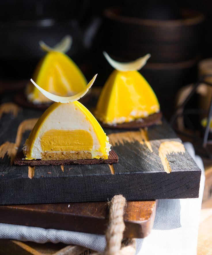 Современные десерты: муссовое пирожное РИО — новый тропический секрет Летом я хочу сладкое не меньше, чем зимой или осенью. Но, безусловно, летние десерты отличаются от зимних! И дело даже не в сытности или чем-то таком, «Просто хочешь большей свежести, экзотики», — подумал я и приготовил вам РИО. Десерт о том, как хорошо летом поглощать взрывные...