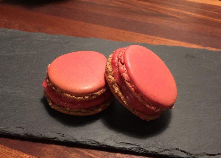 Macarons med hindbærcreme og chokoladeganache