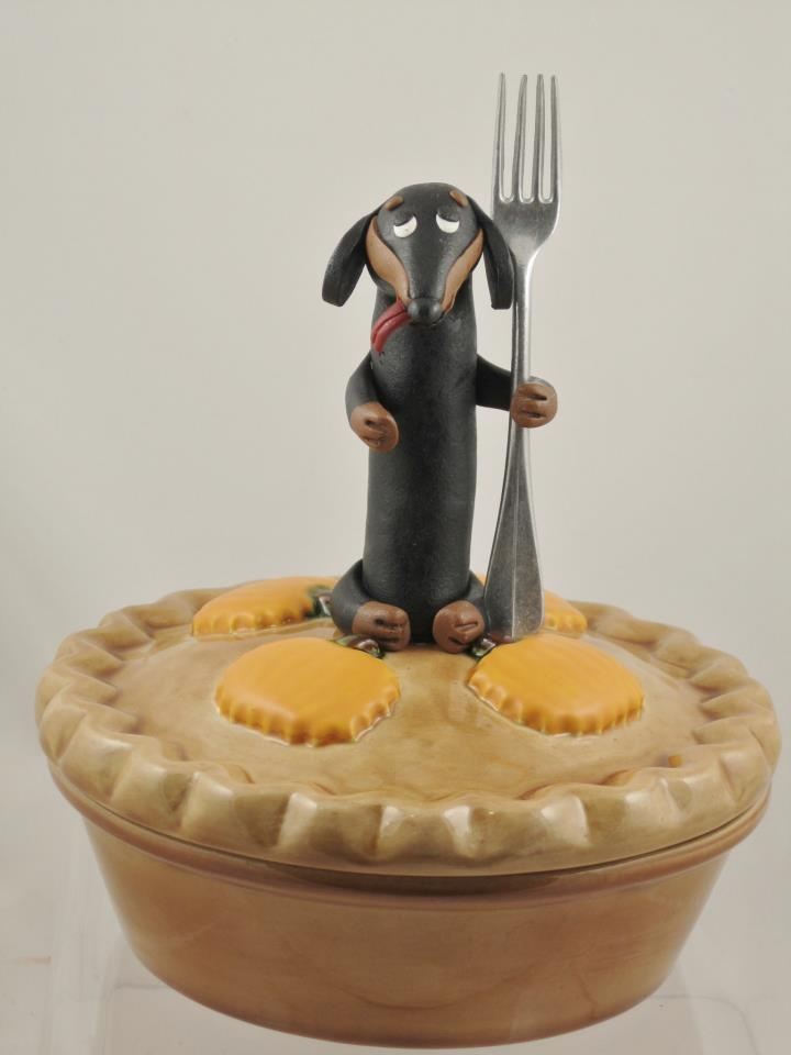 Who wants pie??? This is just one of the fabulous clay creations by puppy-foster-momma and sausage-dog sculptress Roberta of PairADox designs. - as shared by MidWest Dachshund Rescue on fb