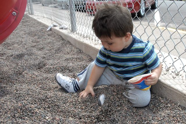Use Pea Shingle and Pea Gravel in you play ground Gravel is nice, clean, fairly comfortable to play on, not tracked out into surrounding areas. Buy Pea shingle and Gravel online at Lowest price in UK Visit Dealhut