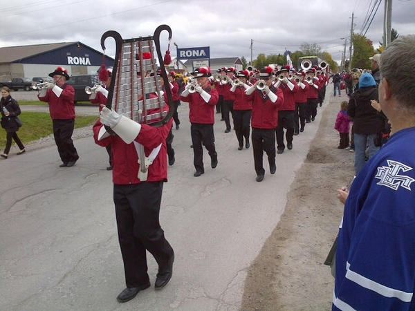 """Performers putting on a show in Stirling-Rawdon. One kid screamed: """"The Stanley Cup is almost here!"""""""