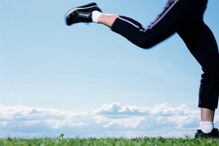 Unser Kalorienrechner sagt's Ihnen: Ob Laufen & Joggen, Radfahren, Schwimmen & Co.. Wie lange müssen Sie Sport treiben, um Ihre Zuviel-Kalorien  abzutrainieren?