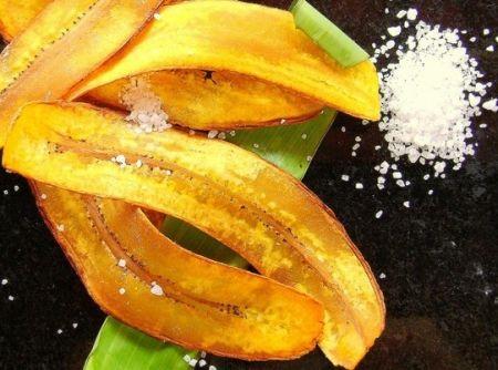Chips de banana-da-terra - Veja mais em: http://www.cybercook.com.br/receita-de-chips-de-banana-da-terra.html?codigo=14953