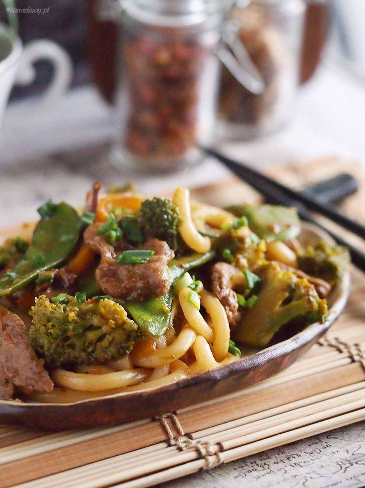 Szybki stir fry z makaronem udon, wołowiną i warzywami / Stir fry with udon noodles, beef and vegetables