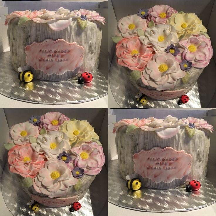 Hoy es el cumple de Miss María José y con estas flores tan dulces lo van a celebrar en clase #lactosefree #cake#birthdaycake #flowers #fondant #wilton #marialunarillos #angelcake
