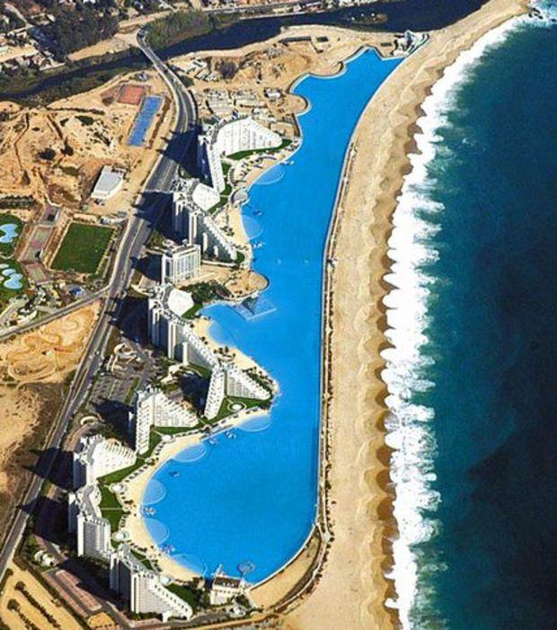La plus grande piscine du monde (1km de longueur) située à San Alfonso del Mar à Algarrobo, au Chili