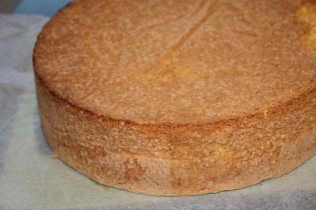 Glutenfritt sukkerbrød hvor eggene skilles til hvite og plommer. Kaken kan fryses.