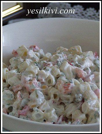Çeşitli malzemeler ekleyerek ya da çıkartarak denediğim makarna salataları içinde en lezzetlisi oldu. Artık tamamdır dediğime göre kayıtlara geçebilir MALZEMELER: Yarım paketten birazeksikmakarna 1 kavanoz garnitür 1 kutu mısır konservesi 1 iri kırmızı dolmalık biber (minik doğrayın) 1 salatalık (minik doğrayın) Yarım demet dereotu (ince kıyılmış) 5-6 kornişon turşu (minik doğrayın) 7 dolu yemek kaşığı …