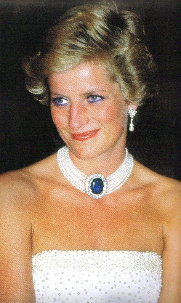 Princess Diana wearing the choker, a gift from the Queen Mother.