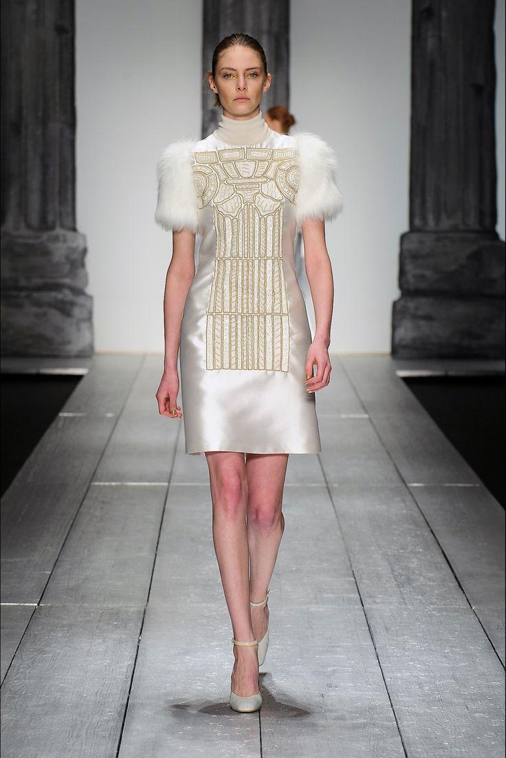 Sfilata Laura Biagiotti Milano - Collezioni Autunno Inverno 2015-16 - Vogue