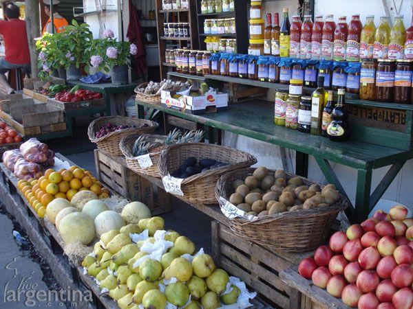 Puerto de Frutos y sus productos cosechados de las islas del Delta del Parana, Tigre, Buenos Aires, Argentina