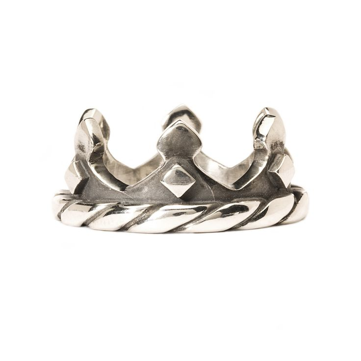 <p>A miniature crown for your finger. Making you the ruler of your own life. And then it goes really well with other rings. Please notice that every ring size has its own unique detail</p>