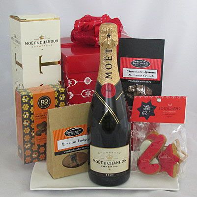 Gorgeous Client Gift, the Christmas Celebration Gift Hamper is perfect! Champagne & NZ made chocolates, Russian fudge, almond choc crunch, & serving platter #Christmas Gifts #Christmas Client Gifts #Auckland Gift Baskets