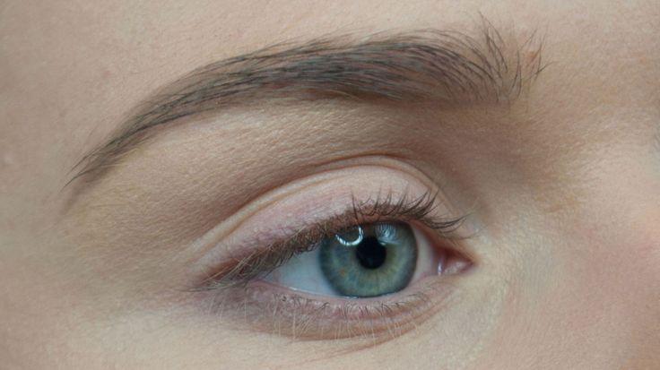 NATURLIGE BRYN: På noen få enkle steg kan du forme og fylle inn øyenbrynene slik at du får naturlige og perfekte øyenbryn. Alle foto: Agnes Lovise Haugen