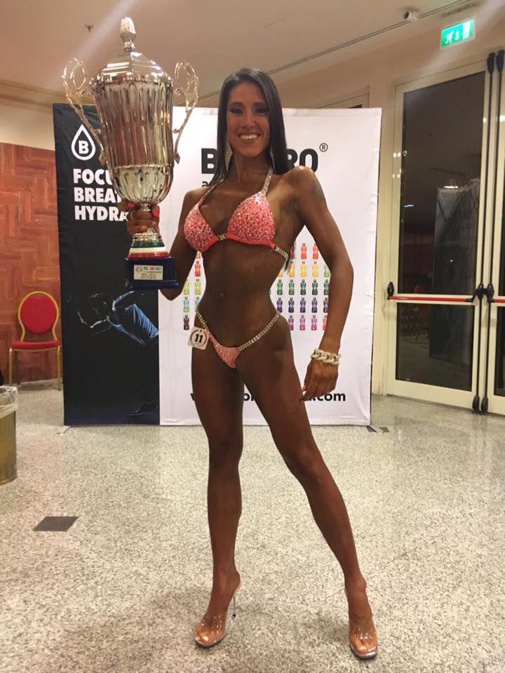 Congratulazioni per il grande traguardo raggiunto dalla meravigliosa Sara Pettegani: 1° Classificata ai CAMPIONATI ITALIANI ASSOLUTI 2017 IFBB- Categoria Bikini 160 cm!! Congratulazioni da tutto lo staff #VitaminCenter!