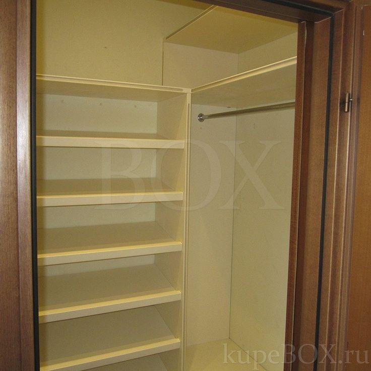 Гардеробный шкаф в прихожей