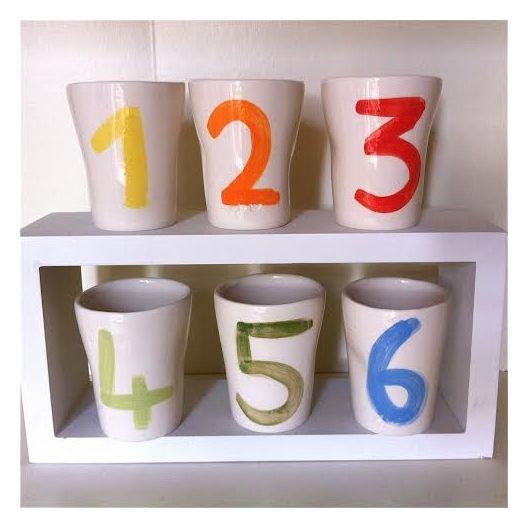 Tasses à café - enw céraminque : http://madecheznous.fr/fr/objets-decoratifs-et-pratiques/553-6-tasses-a-cafe-chiffres-enw-ceramique.html#/modele-