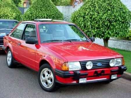 Escort XR3. O modelo dele é 1986. Dizer que é perfeito seria subestimar o carrinho.