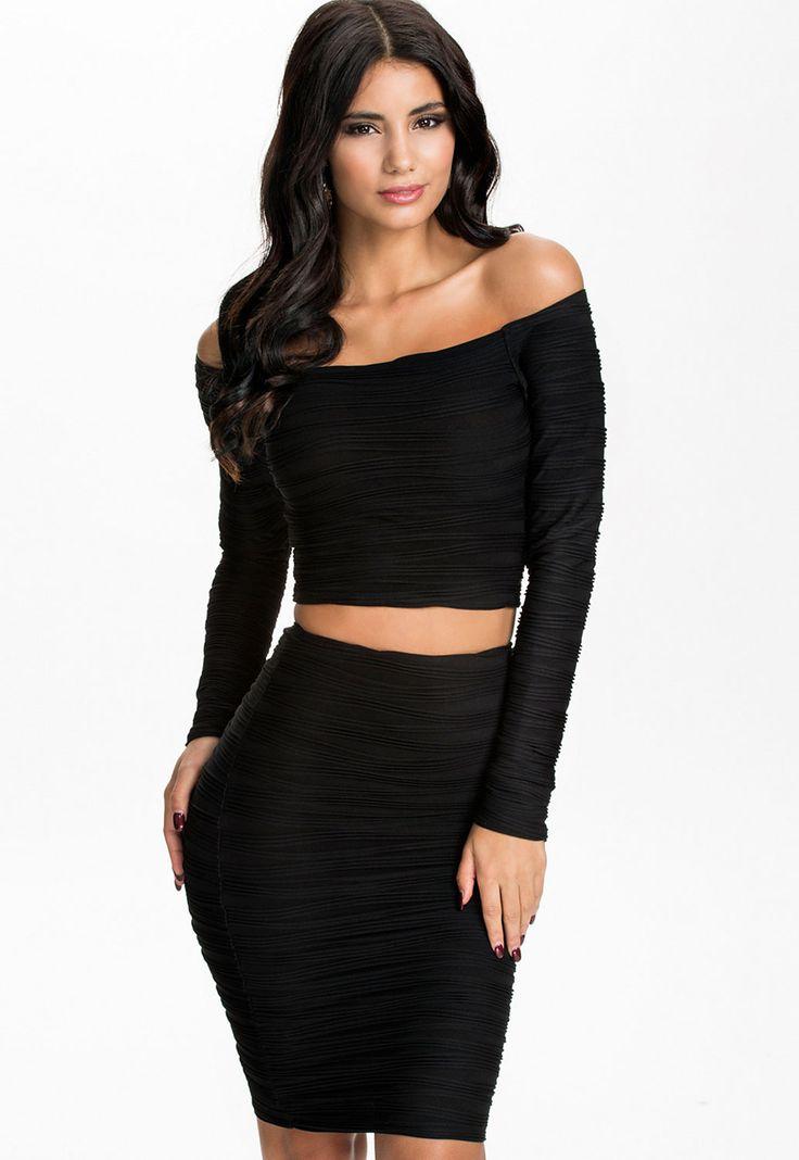 Subtle Ripples Textured Off-shoulder Skirt Set