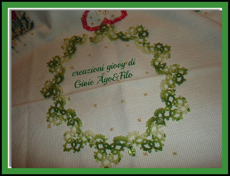 girocollo fatto a mano nell'antica arte del chiacchierino . Cotone 100%....nei toni del verde chiaro .....!