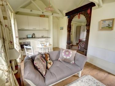 Retreat in the 100 acre wood at The Pump House, Hartfield Sussex   http://www.cottageholidays.co.uk/tabs_property/SX922_FR