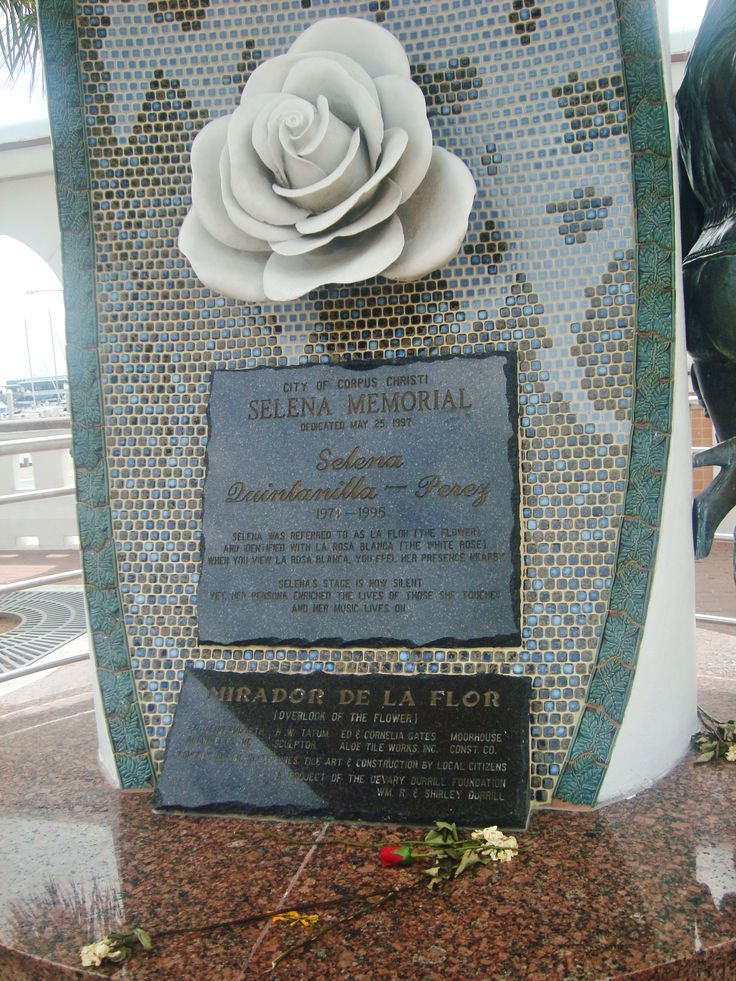 Selena memorial in Corpus Christi (wordless Wednesday ...