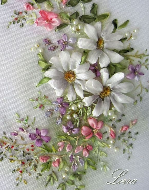 Ribbon embroidery - wow - I had to look hard to make sure the daisies weren't real.